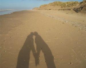 beach_kissing