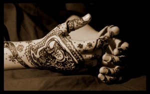 Henna_Hands_by_MonochromeBlues